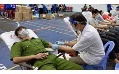 Đoàn viên, thanh niên tham gia hội hiến máu tình nguyện sau dịch