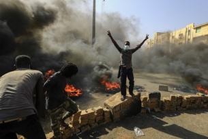 Đảo chính ở Sudan, Thủ tướng và nhiều thành viên nội các bị quân đội bắt giữ
