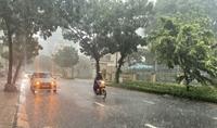 Miền Bắc trời rét, miền Trung và miền Nam mưa to