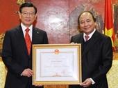 Trao tặng Bằng khen của Thủ tướng cho Chủ tịch một Tập đoàn Hàn Quốc