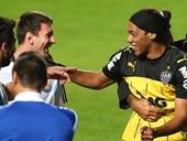 Messi bị lừa bởi Ronaldinho giả