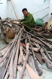 Công an huyện Krông Bông với việc vận động người dân giao nộp vũ khí, vật liệu nổ và công cụ hỗ trợ