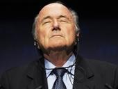 Sepp Blatter từ chức, thế giới bóng đá hả hê