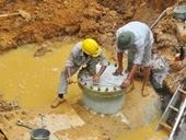 Đường ống nước sạch Sông Đà còn vỡ Người dân thủ đô phải lo tích từng giọt nước