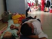 TPHCM Bệnh viện quá tải cả hành lang vì sốt xuất huyết