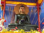 Trưng bày tượng Phật ngọc lớn nhất thế giới