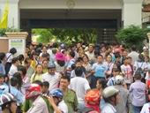 Phụ huynh Sài Gòn cùng con chạy đua vào lớp 6 trường điểm