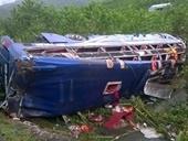 Lật xe khách ở Quảng Nam, gần 20 người thương vong