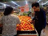 Cà chua cháy hàng, nhiều người vào siêu thị gom ra chợ bán hưởng chênh lệch