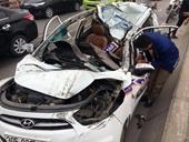 7 ôtô tông liên hoàn trên cầu Thanh Trì, xe taxi bị vò nát