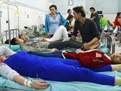 Hàng trăm công nhân ngộ độc thực phẩm phải nhập viện