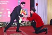 Lương Gia Huy dâng lễ vật xin làm học trò Ngọc Sơn