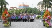 Lãnh đạo VKSNDTC và lãnh đạo Tỉnh ủy Bắc Ninh dâng hương tưởng niệm đồng chí Hoàng Quốc Việt