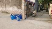 Nước sông Đà giảm áp lực, người Hà Nội lao đao vì thiếu nước sạch
