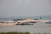 Nhiều sai phạm trong hoạt động khai thác cát tại hồ Dầu Tiếng