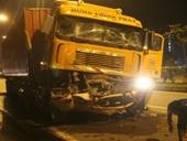 TP HCM Hai xe container va chạm trong đêm, 1 tài xế tử vong